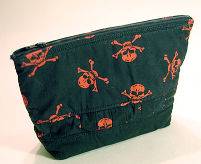 Red skulls make-up bag