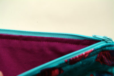 photo showing the fabric lining of a make-up bag